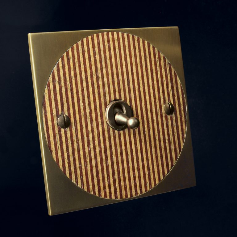1 antique bronze + red stripe, round