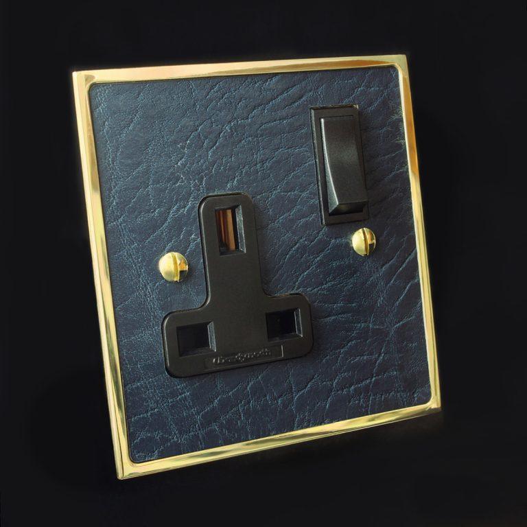 12 polished brass + leatherette