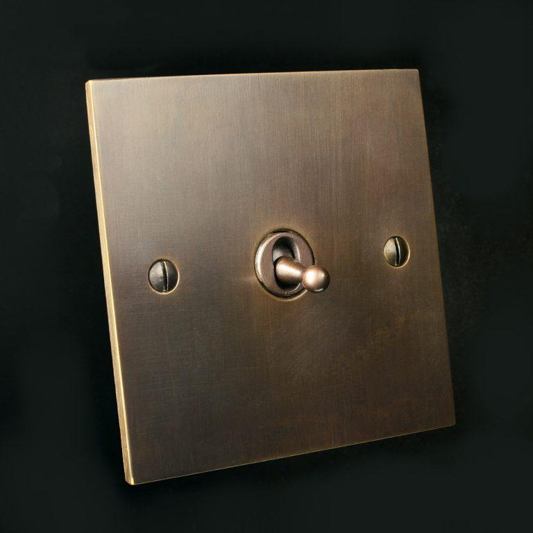 2 antique bronze, single toggle - square